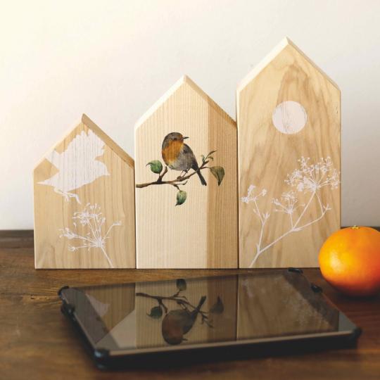 3 Holzhäuschen mit Naturmotiven im Set.