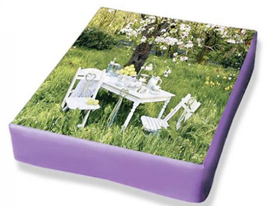Brief-Set Sitzgruppe im Garten.