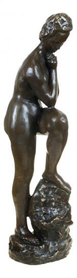 Bronzefigur Wilhelm Lehmbruck »Mädchen mit aufgestütztem Bein«.
