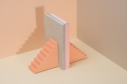 Buchstützen »Treppen«.
