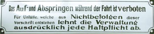 Das Auf- und Abspringen während der Fahrt ist verboten