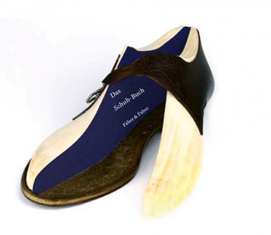 Das Paar Schuhe. Box mit Herren- und Damen-Schuh.