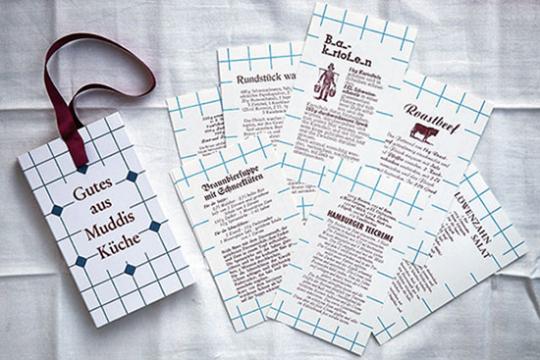 Gutes aus Muddis Küche. 15 Rezepte im Handsatz und Buchdruck mit Küchentuch.