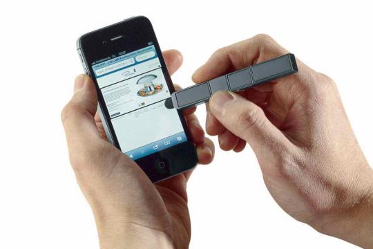 Klappbarer Handyhalter und Touchpen.