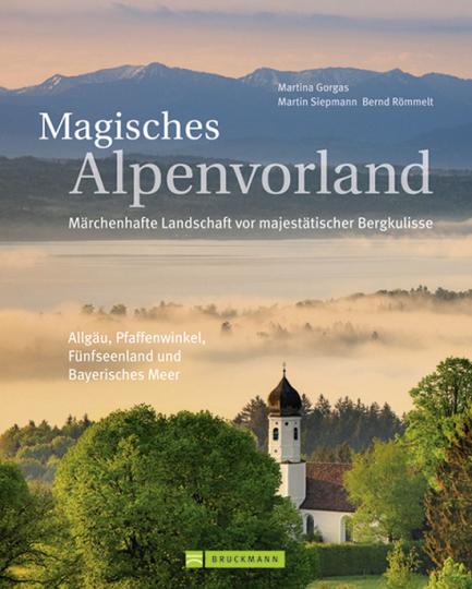 Magisches Alpenvorland. Märchenhafte Landschaft vor majestätischer Bergkulisse.