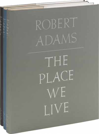 Robert Adams. The Place We Live. Eine retrospektive Auswahl von Fotografien, 1964-2009.