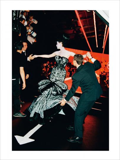 Roxanne Lowit. Backstage Dior. Collector's Edition mit Print »Grand Exit, Paris 2004«.