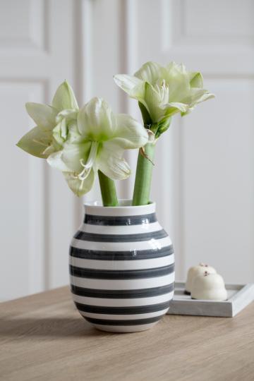Schwarz-weiße Vase »Omaggio, groß«.