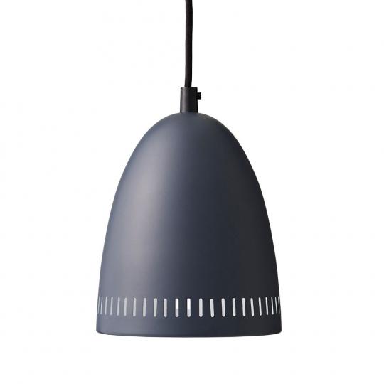 Schwarze Deckenlampe.