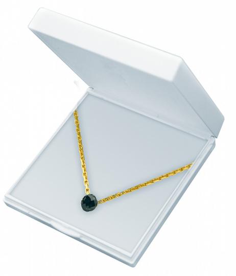 Schwarzer Diamant. Einkaräter mit Goldkette.