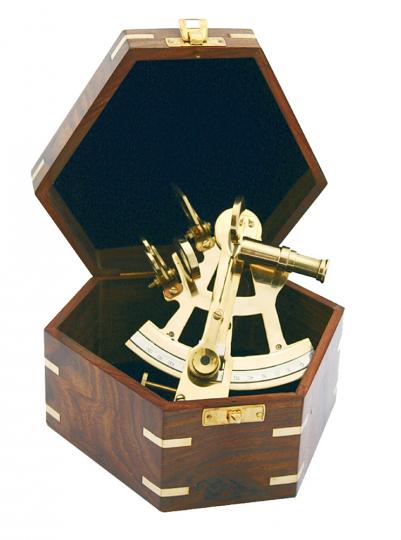 Sextant mit attraktiver Holzbox.