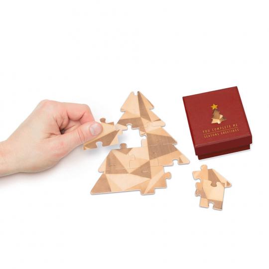 Tannenbaum-Puzzle mit Grußbotschaft, rot.