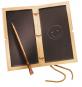Römische Schreibtafel mit Bronzegriffel. Bild 1