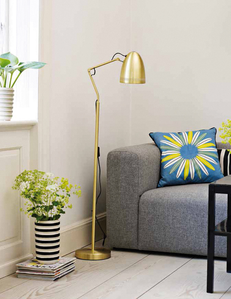 goldene stehlampe aus d nemark jetzt online bestellen. Black Bedroom Furniture Sets. Home Design Ideas